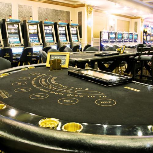 Карточный стол в казино Миллениум