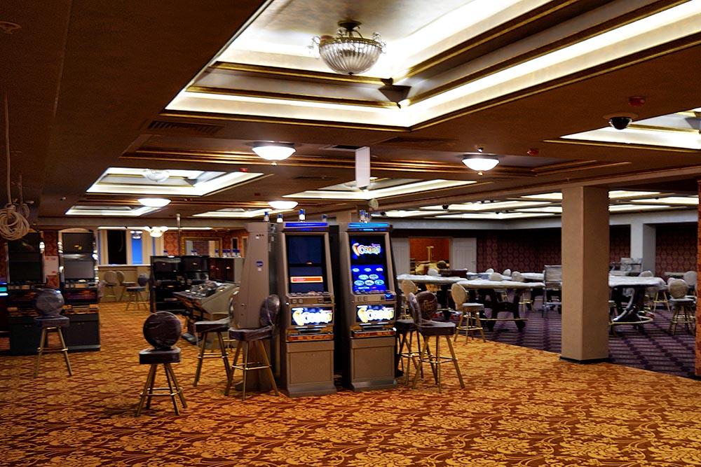 Вид на зал казино Шато в Минске.