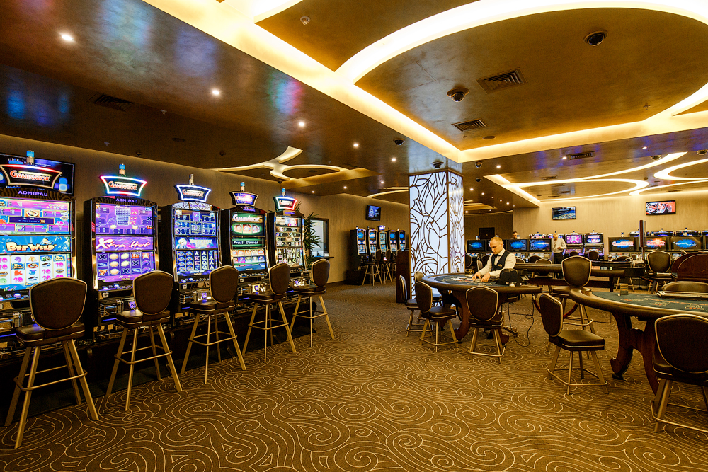 Работа официантки в крупных клубах и казино москвы игровые слоты гаминатор скачать игру бесплатно