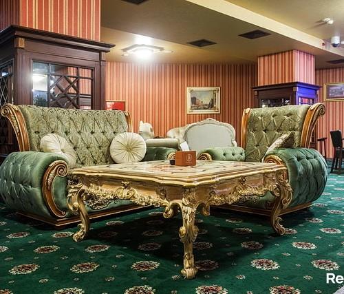 Азартный человек в казино