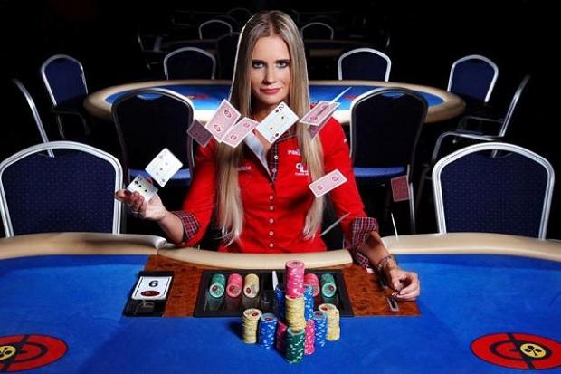 Покер девушки на работе девушка офис работа