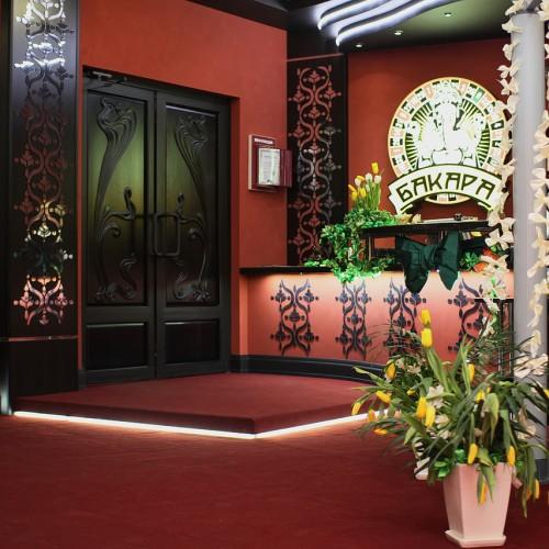 При входе в казино Бакара