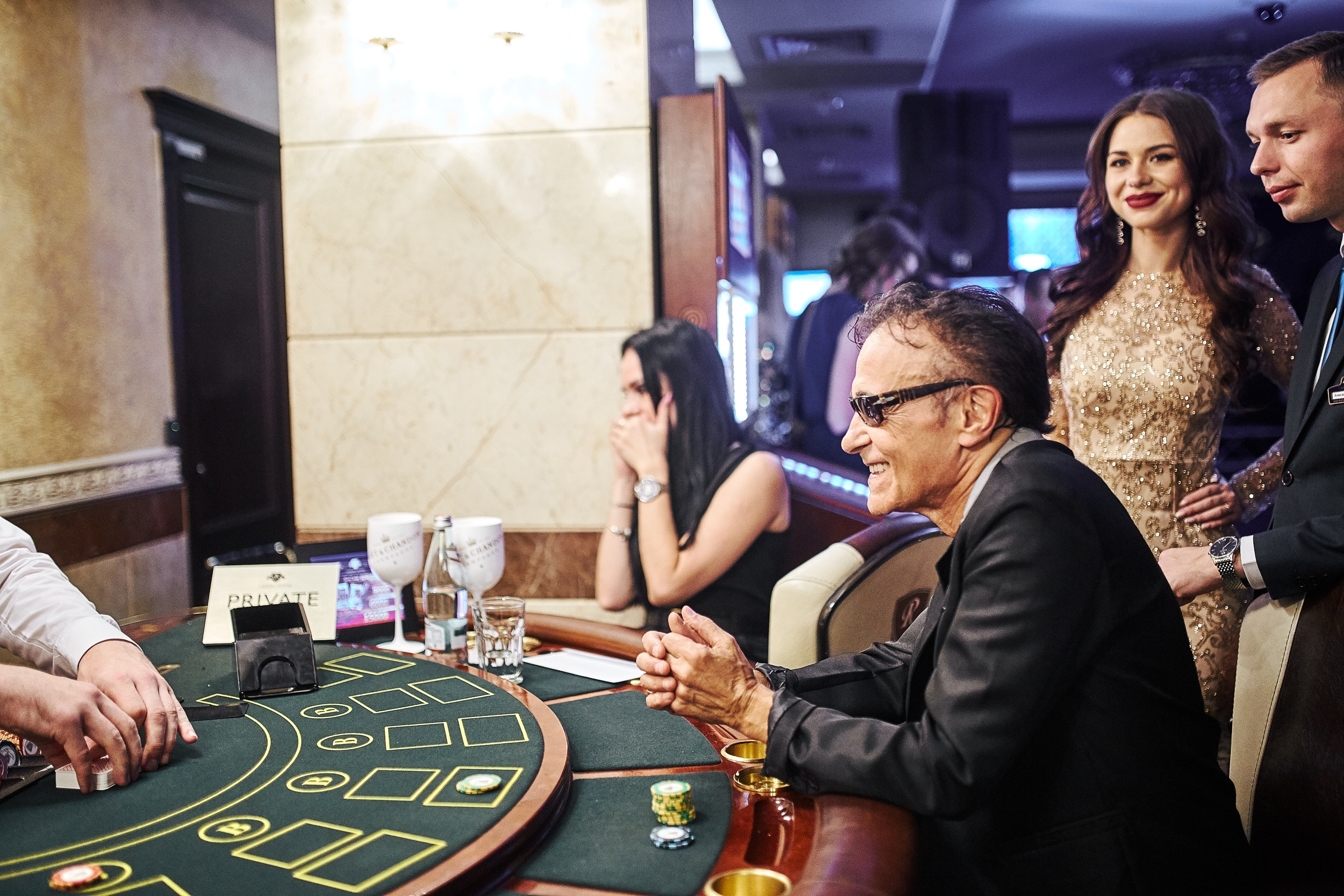 F.R. David за игрой в казино Royal