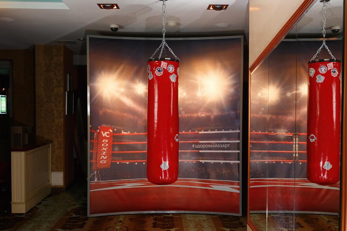 В казино Минска установили боксерскую грушу!